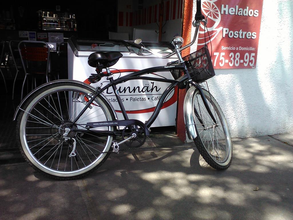 A bike in safe Colonia del Valle | © Fotego/Flickr