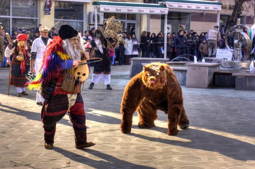 Kukeri dance with a bearI © Klearchos Kapoutsis/Flickr