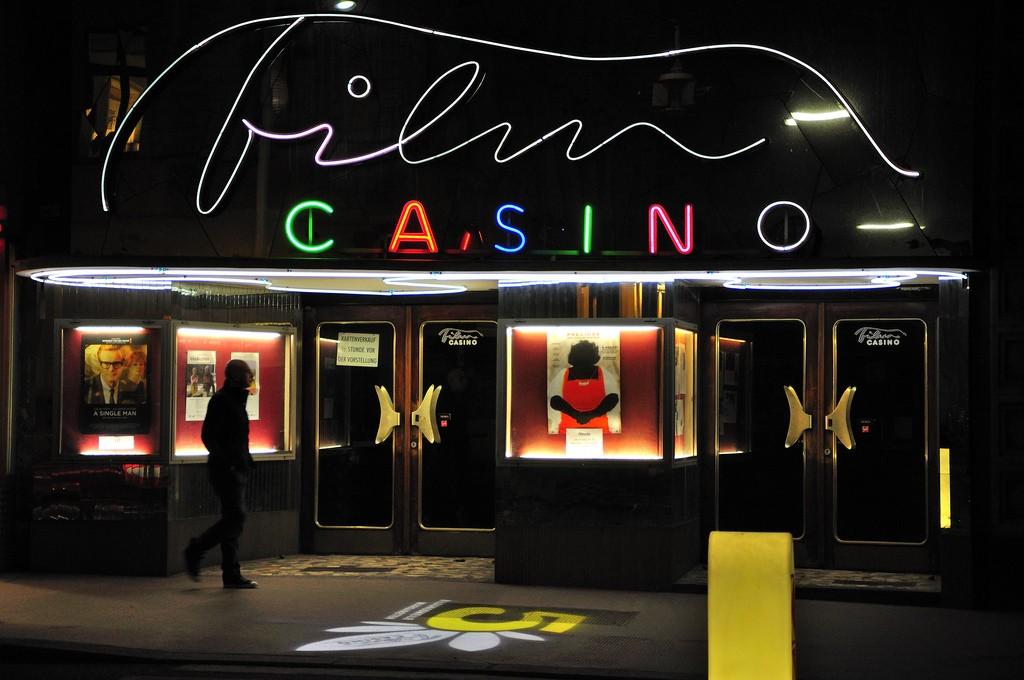 Casino in the 5th district | © CraXplore / Flickr