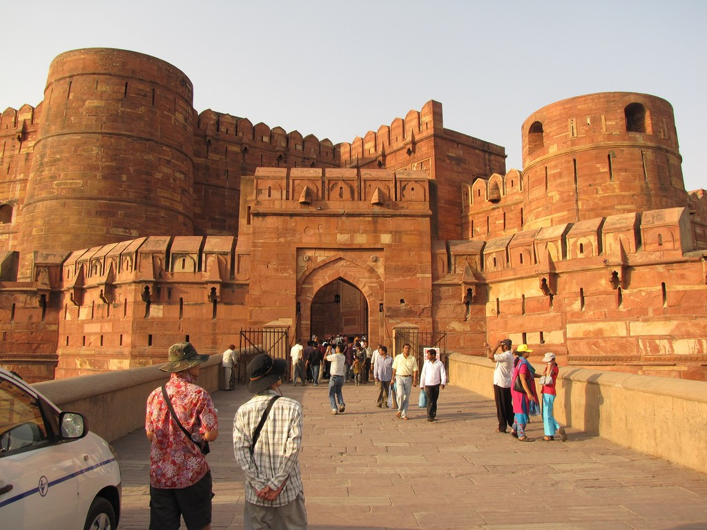 Front view of Agra fort © Christopher John SSF/ Flickr