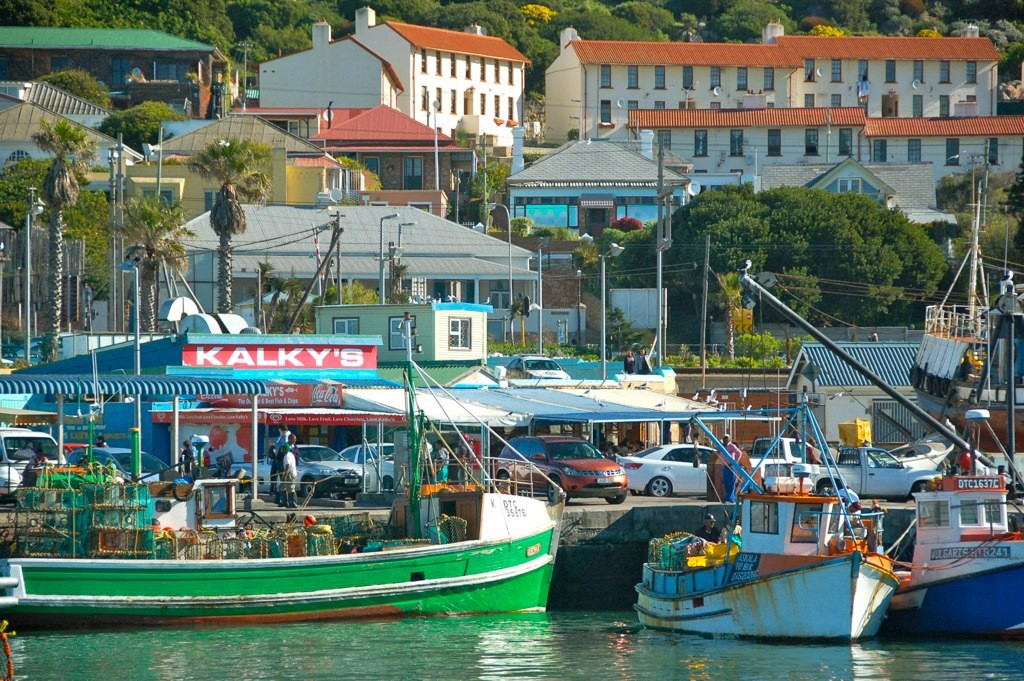 Kalk Bay Harbour with Kalky's in the background © John Mason/Flickr
