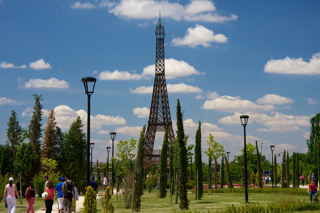 No, this isn't the Eiffel Tower in Paris, it's a replica in Parque Europa | © Mario Sánchez Prada