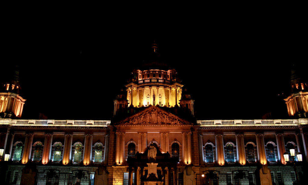 Belfast City Hall by Night   © André Luís/ Flickr