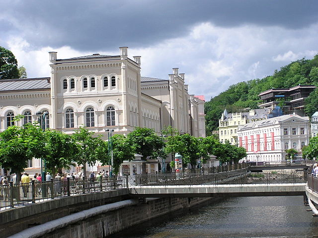 Some of the most magnificent buildings sit next to the canal / ©Richard Schubert / Wikimedia Commons