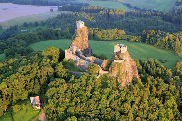 Aerial view of Trosky Castle / ©Zdeněk Fiedler / Wikimedia Commons