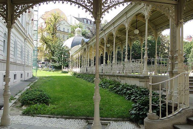 Park Colonnade / ©Leon Petrosyan / Flickr