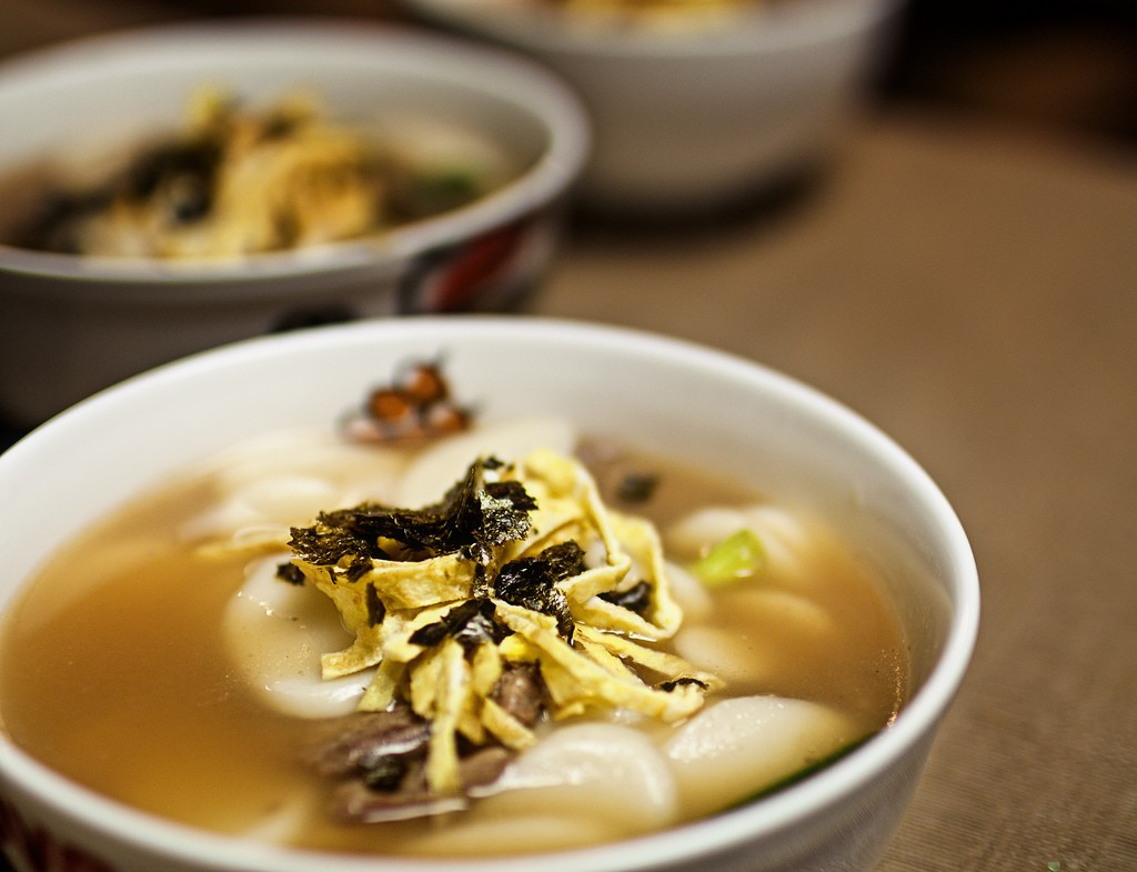 Tteokguk, rice cake soup | © Josiah Lau / Flickr