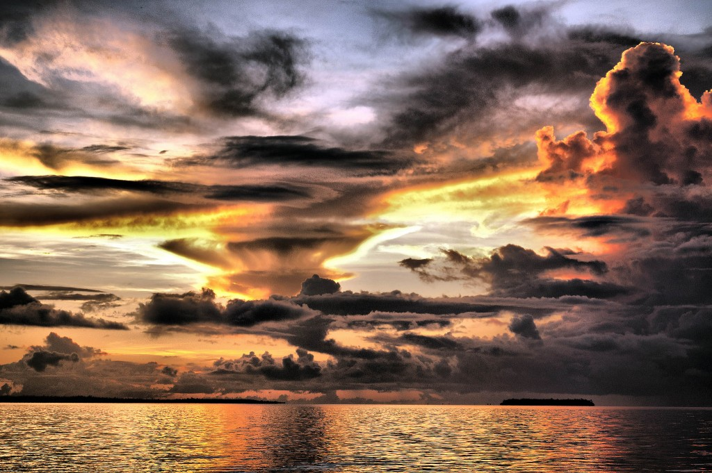 Dramatic cloud formations during Suva sunset, Fiji | © Kyle Post / Flickr