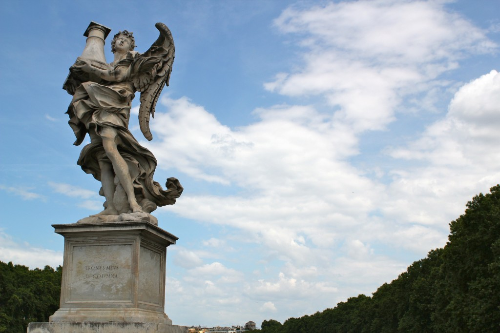 Statue on Ponte Sant' Angelo © oh_darling/Flickr