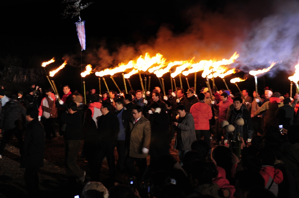 The fires are said to deliver prayers for good fortune | © Jeju Tourism Organization