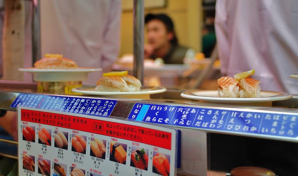 Conveyor belt sushi | © Beatriz Garcia / Flickr