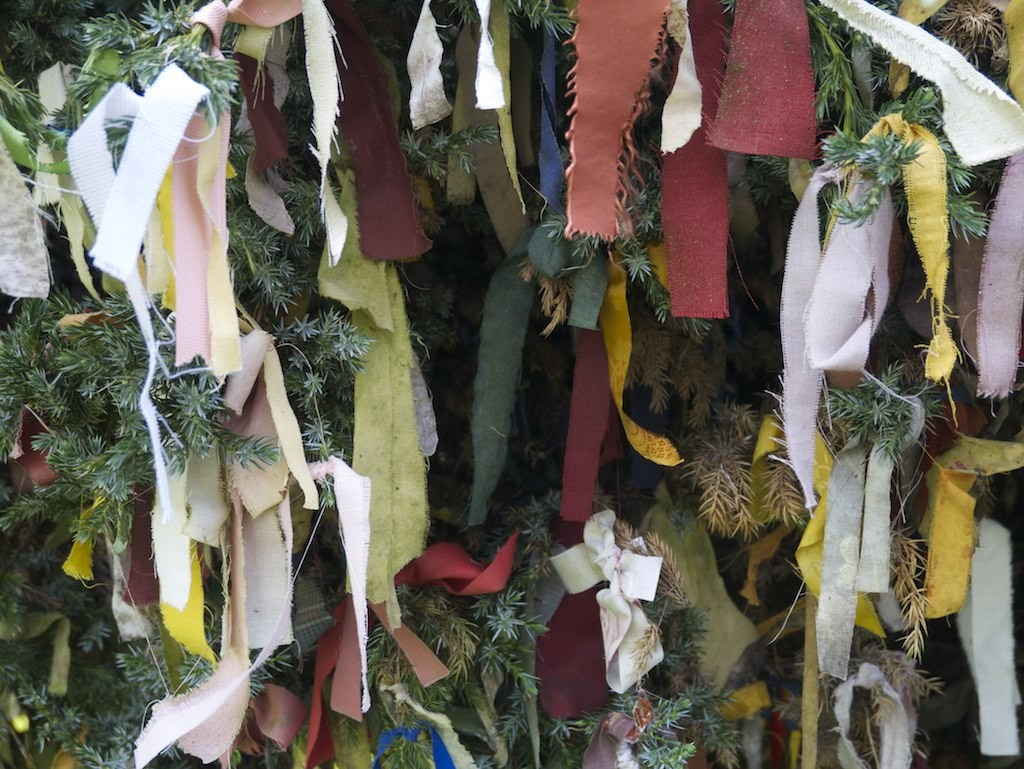 Clootie Tree | © Shirokazan/Flickr