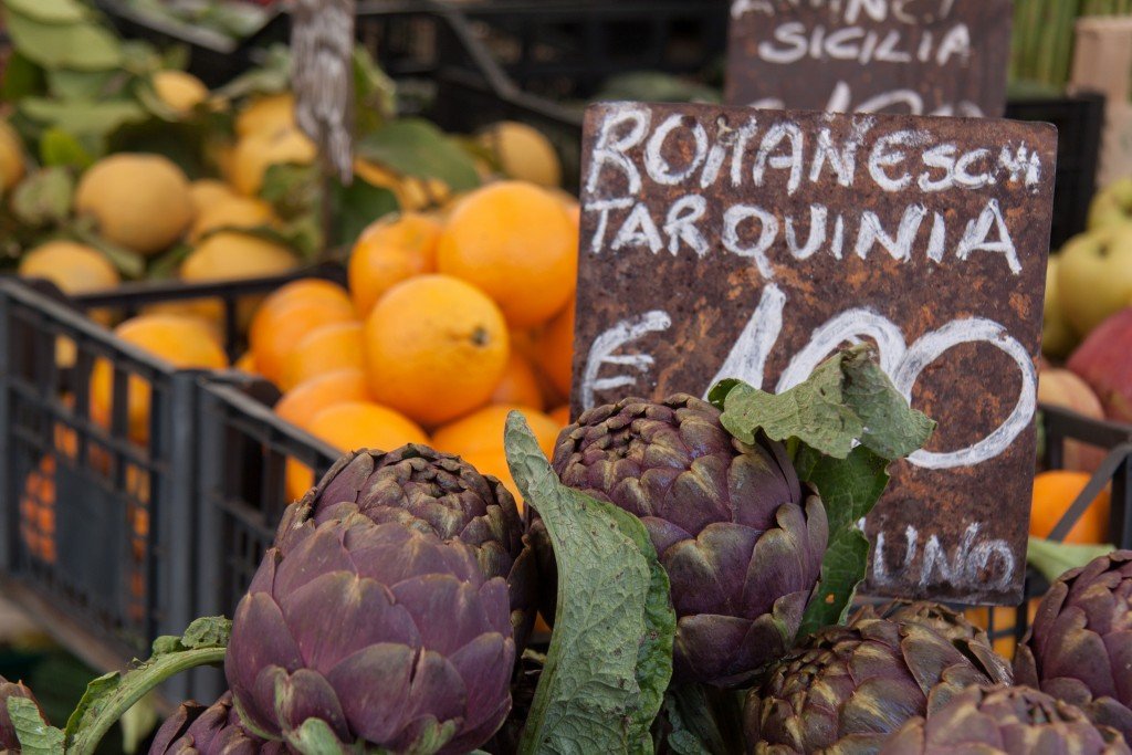 Local artichokes in Campo de' Fiori |© sackton/Flickr