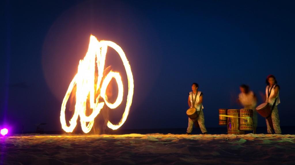 Oceanfront Flames | © Nan Palmero/Flickr