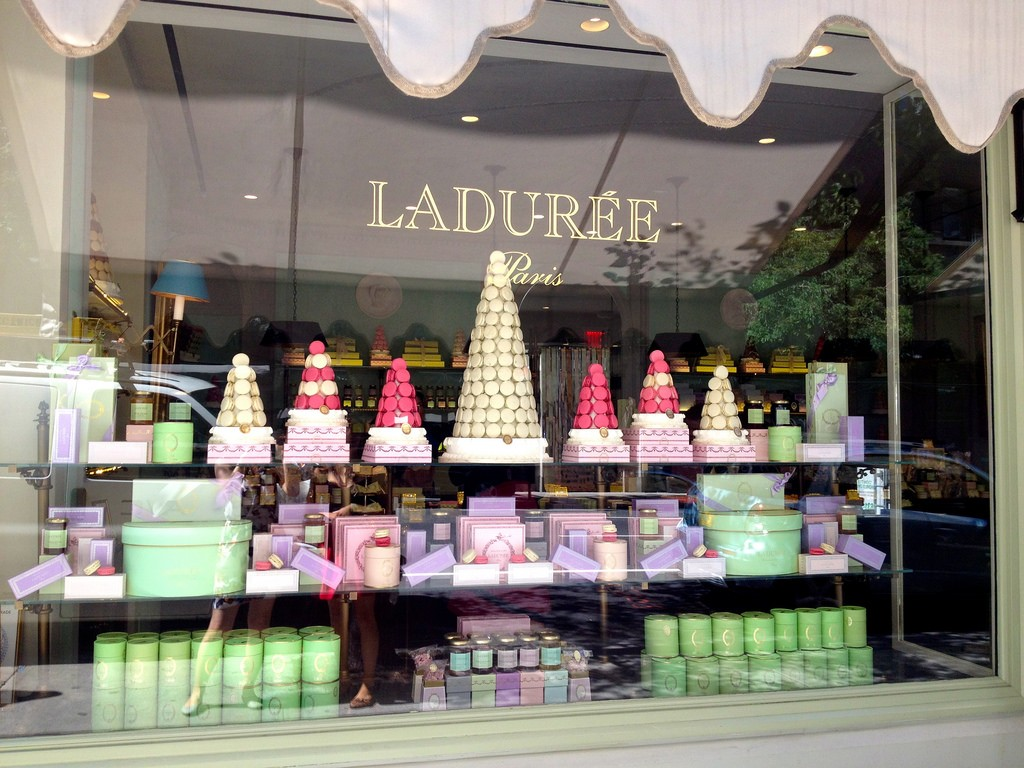 Ladurée is an institution for sweet things all over France | © Juliana Su/flickr