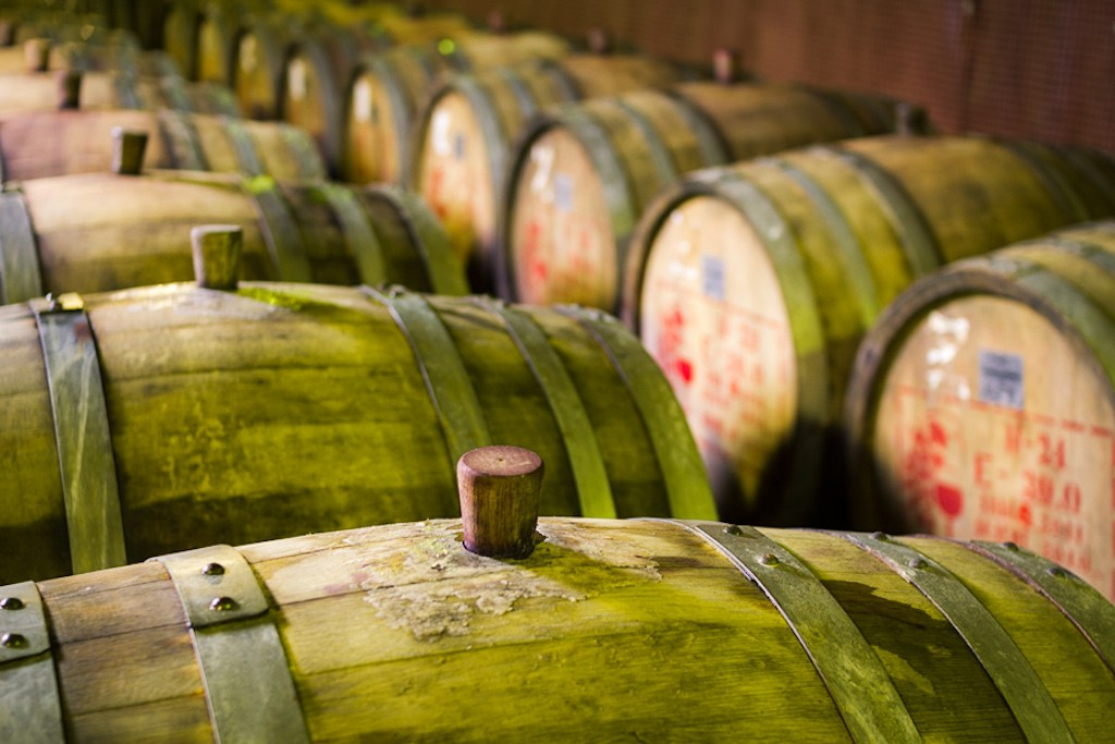 Wine ageing in rustic barrels | © harlanov/Flickr