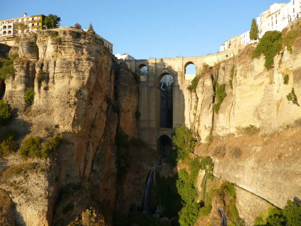 """Ronda is perched on either side of the """"EL Tajo"""" gorge; wellseo.de, flickr"""