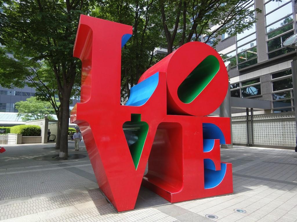 LOVE in Shinjuku   © Dick Thomas Johnson / Flickr
