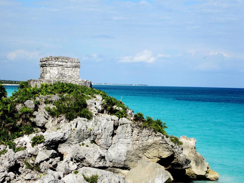 5 Must-Visit Mayan Ruins Near Cancun, Ruins and Ocean | © Sara Cooper/Flickr