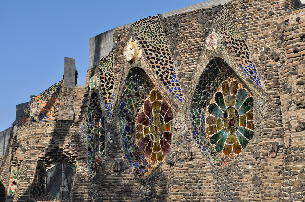 Stained glass windows on the crypt © Pleuntje