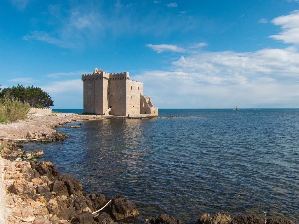 The fortress on the Island of Saint-Honorat is captivating | © Mark Fischer/flickr
