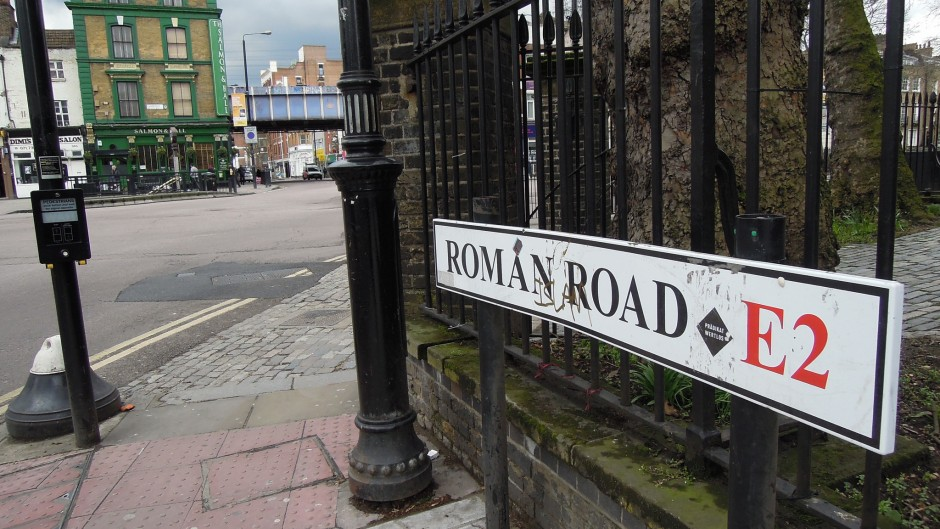 A street sign for Roman Road