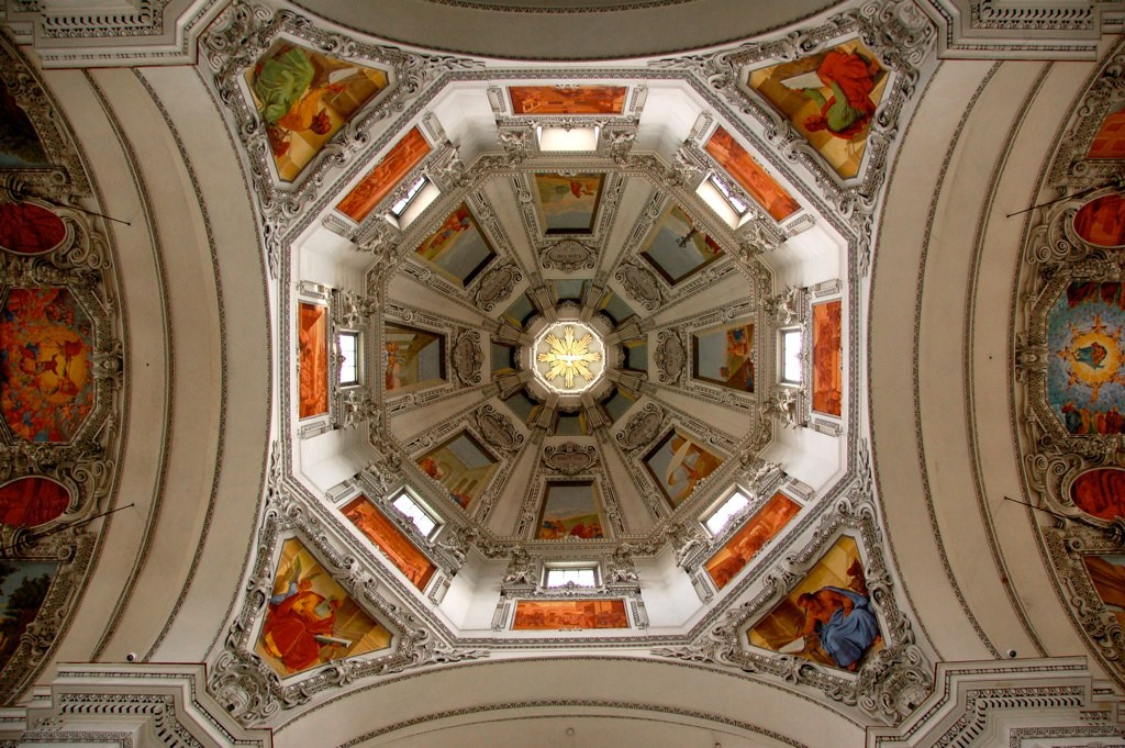 Decorative ceiling of Salzburg Cathedral | © John Mason / Flickr