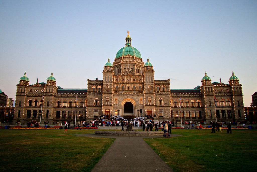 Twilight at BC's Legislature Building | © Jude Freeman / Flickr