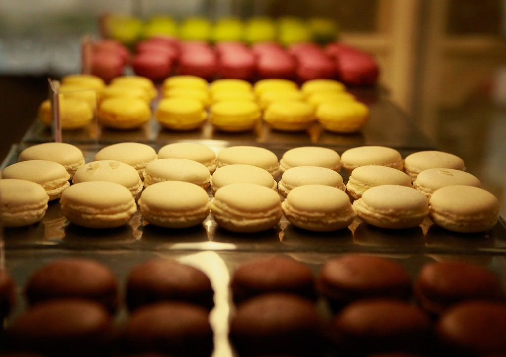 Macaron production is treated as an art form in France and sold in temperature-controlled shops | © Christian Bortes/flickr