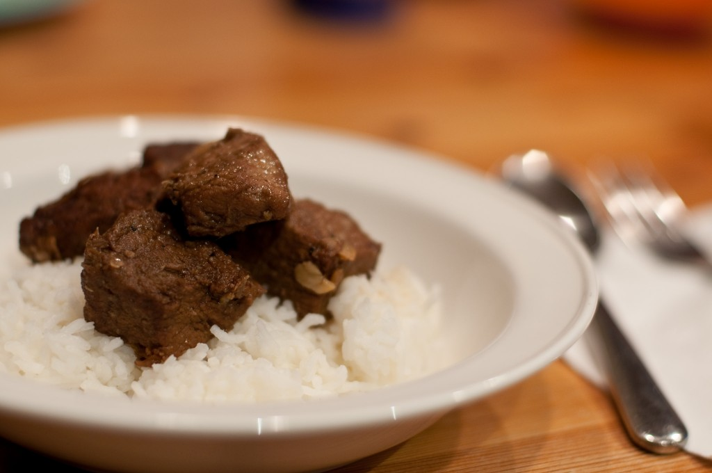 A simple pork adobo | © Ernesto Andrade / Flickr