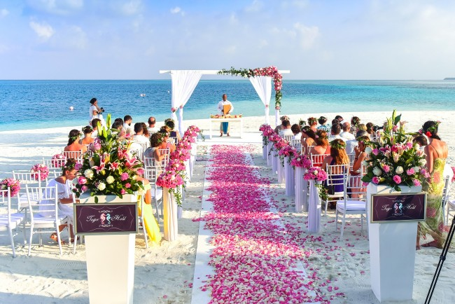 Beach wedding ceremony | ©Pexels / Pixabay https://pixabay.com/en/aisle-beach-celebration-ceremony-1854077/