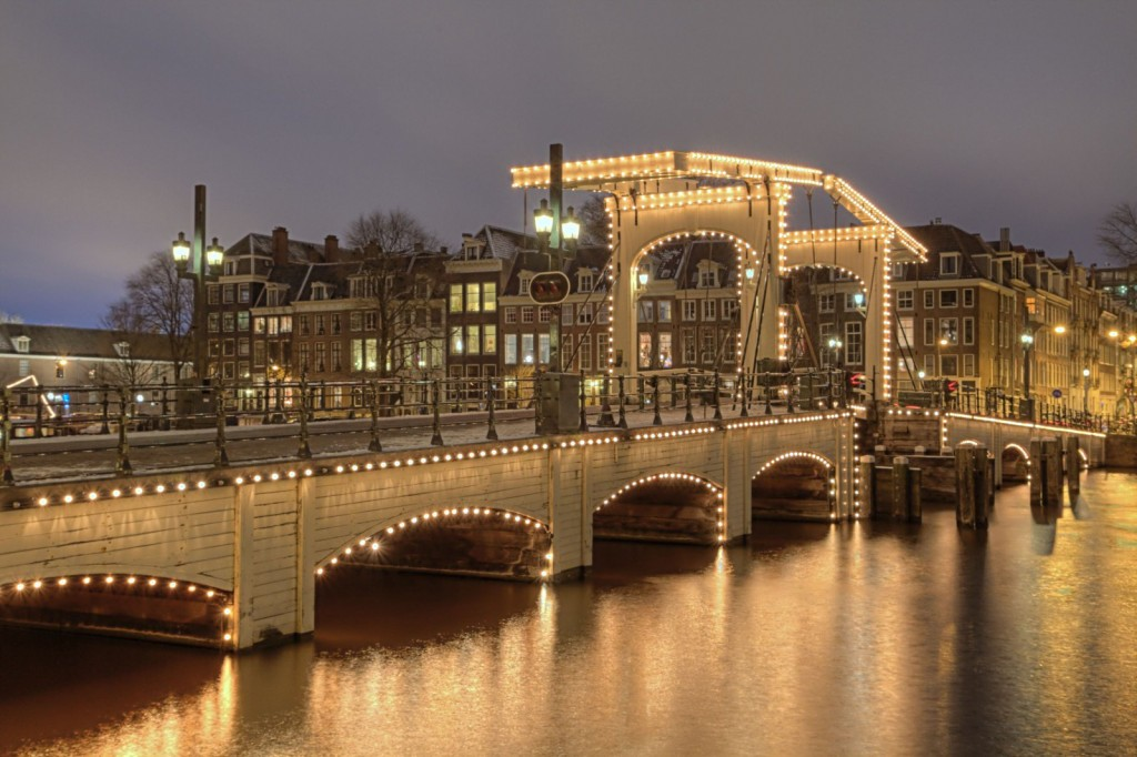 Magere Brug after sunset | © Roman Schmitz / WikiCommons