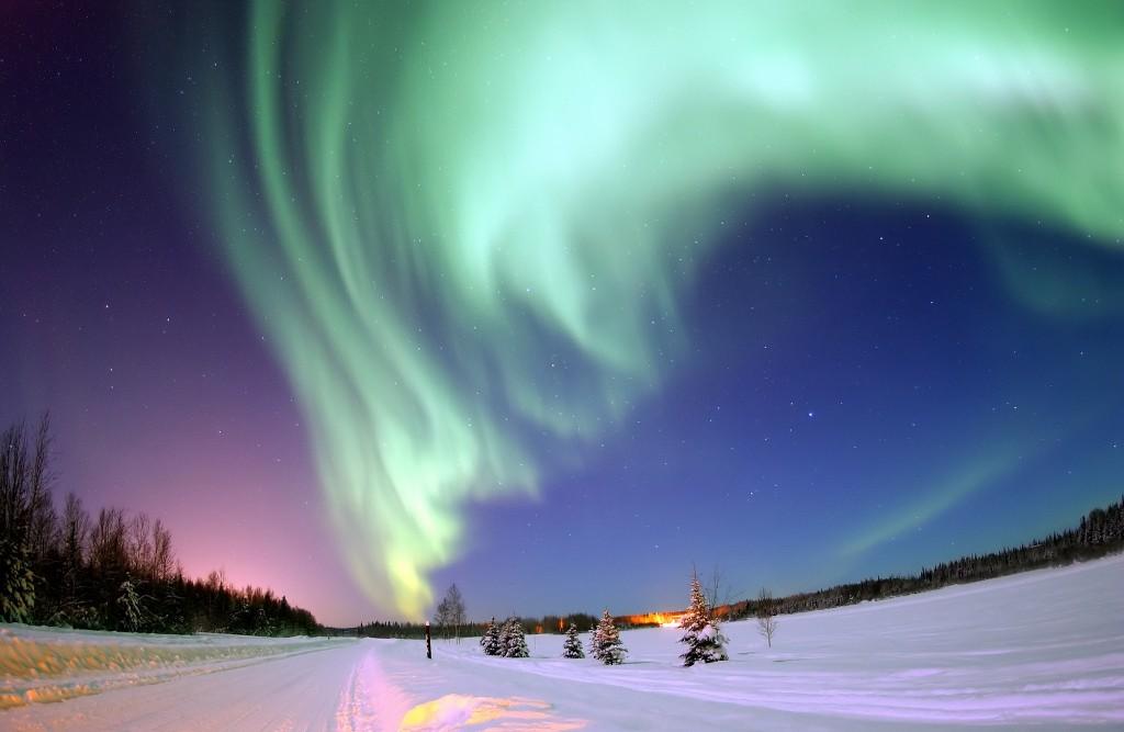 Auroral display over Bear Lake, Alaska | © NASA / Flickr