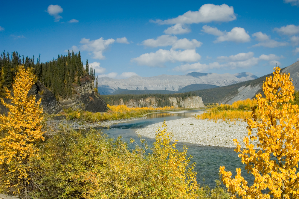 Autumn in the Canadian Northwest territories along Ogilvie river and Mountains | © FloridaStock/Shutterstock