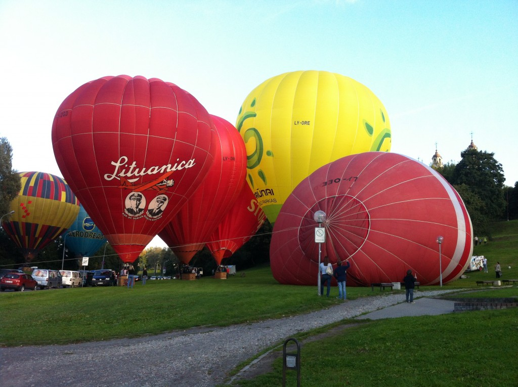 Balloon set up in Vilnius, LT | © Elizabeth Georgian