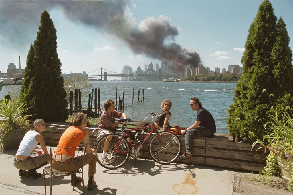 Brooklyn, New York, USA, 11 September 2001 | © Thomas Hoepker / Magnum Photos