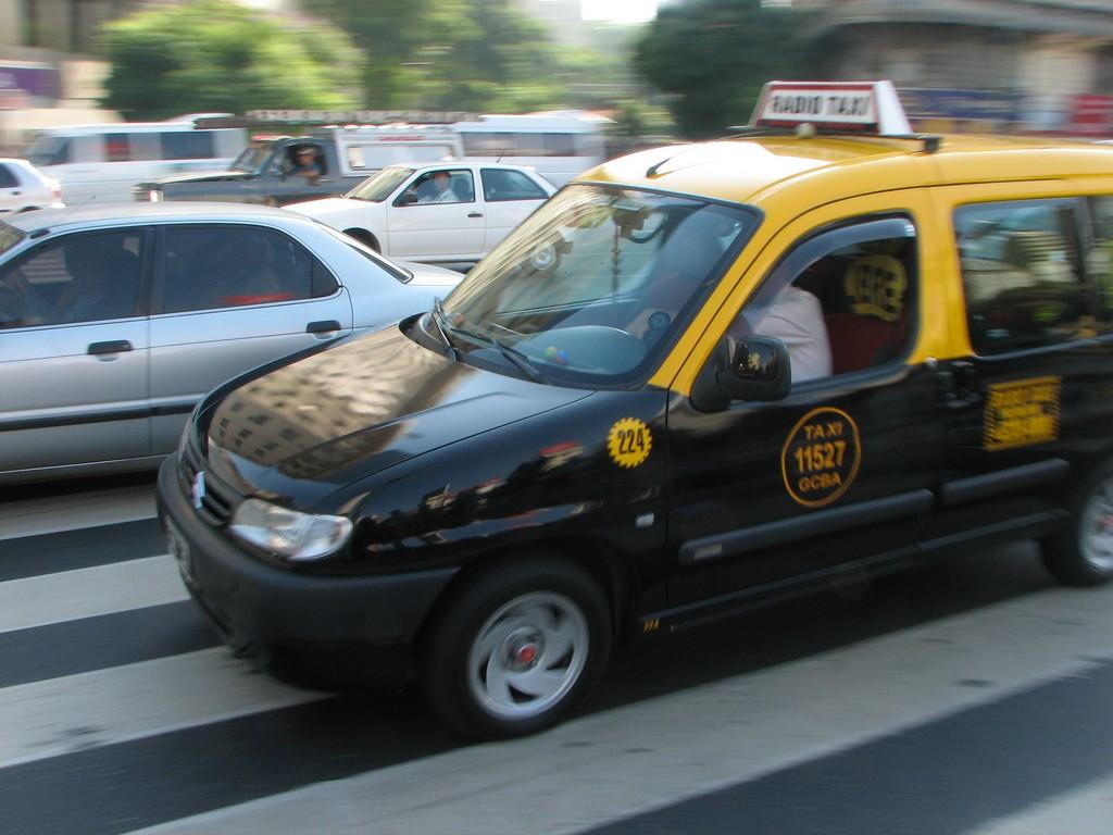 Buenos Aires Taxi © Ljndr / Flickr