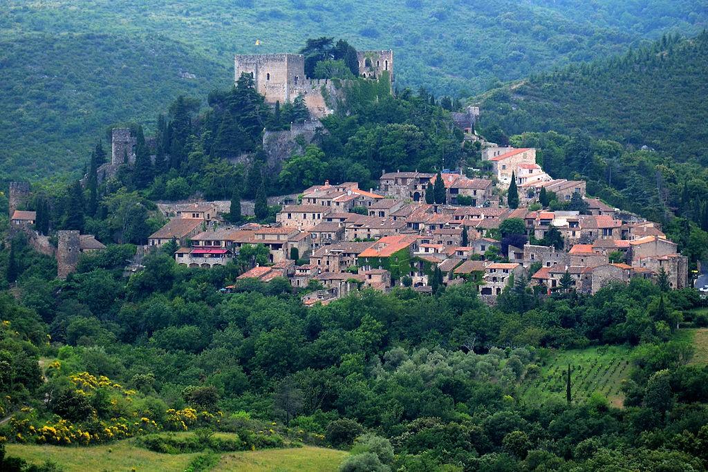 Castelnou │© BlueBreezeWiki / Wikimedia Commons