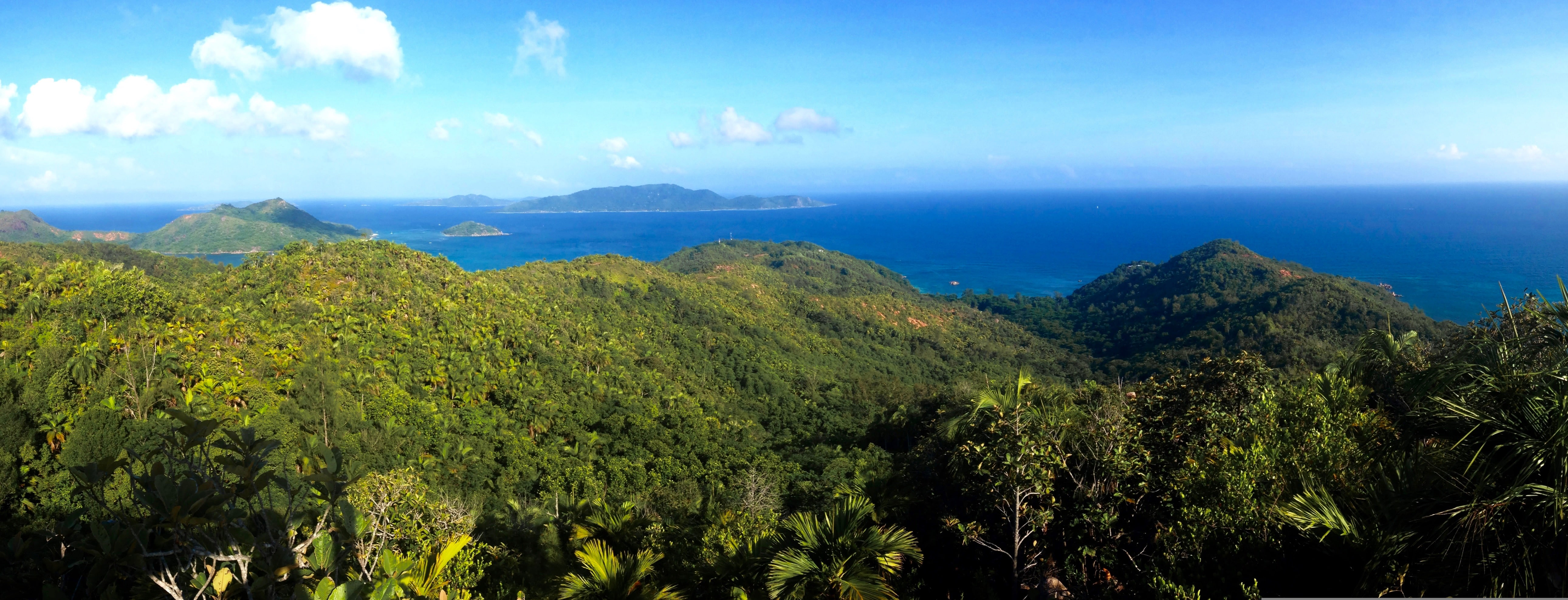 Stunning views across praslin and beyond. |©oliver quinlan