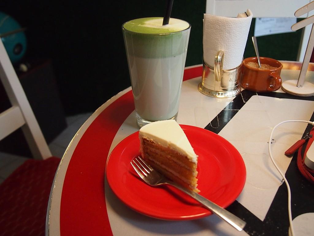 Coffee and Cake | ©Elizabeth Georgian