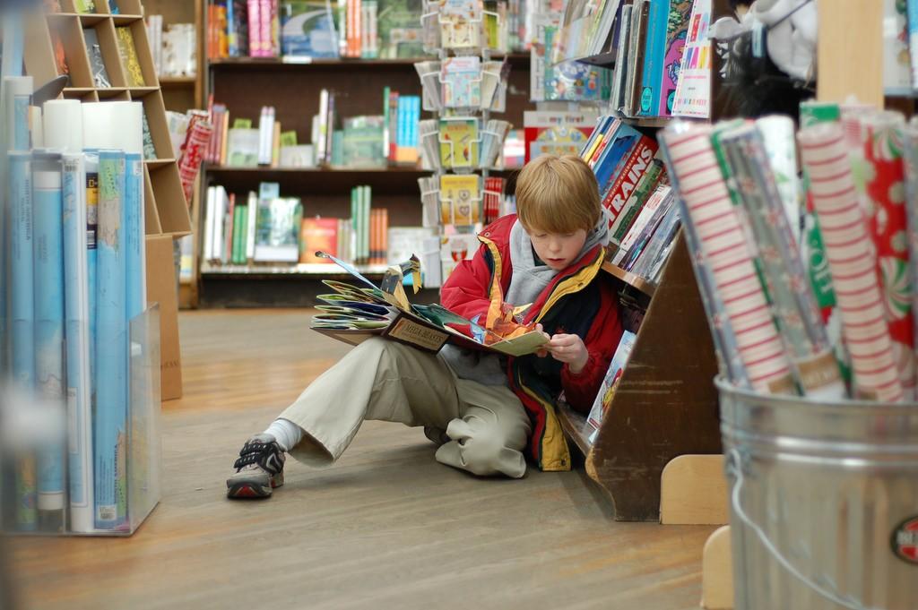 child reading a book | ©Tim Pierce / https://www.flickr.com/photos/48439369@N00/2100913578