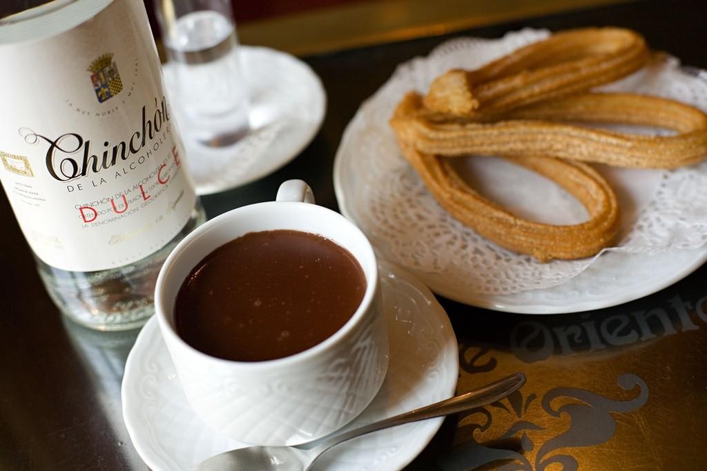 Some chocolate and churros  © Madrid Destino Cultura Turismo y Negocio