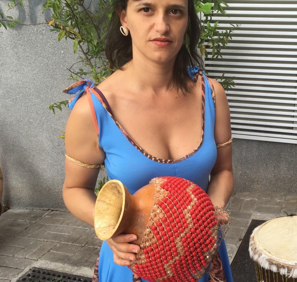 Claudia Guerreiro with xequere © Lise Alves