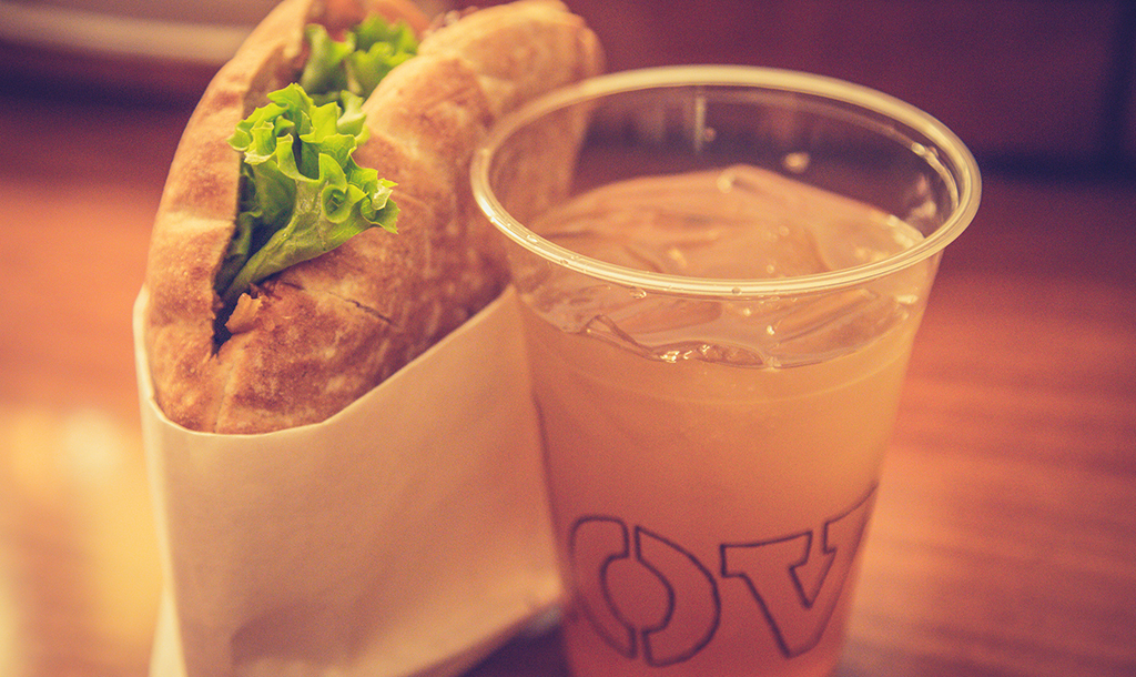 Pair your sandwich with a refreshing drink at Clover Food Lab | © Tony Webster / Flickr