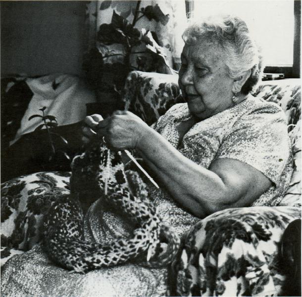 Traditional knitting | © Wikimedia Commons
