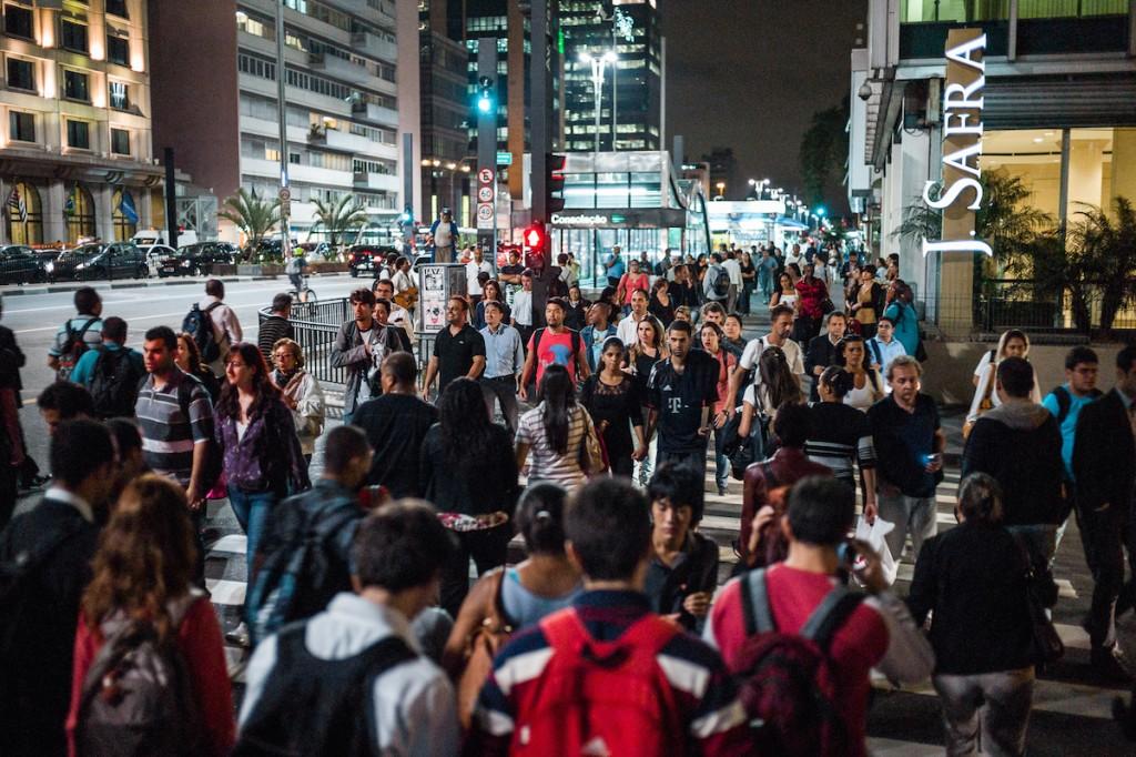 Crowds on Avenida Paulista © Igor Schutz/ Flickr