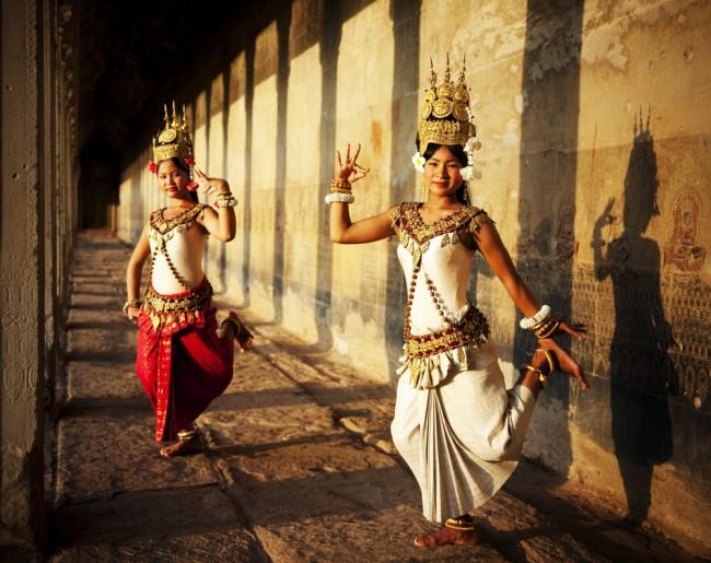 Apsara dancers sport traditional Cambodian attire © Rawpixel.com/ Shutterstock