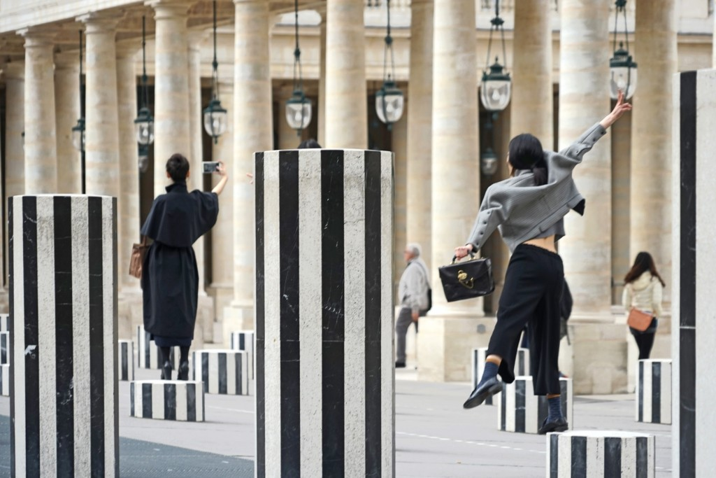 Daniel Buren's Les Deux Plateaux at the Palais Royal │© Jean-Pierre Dalbéra / Flickr