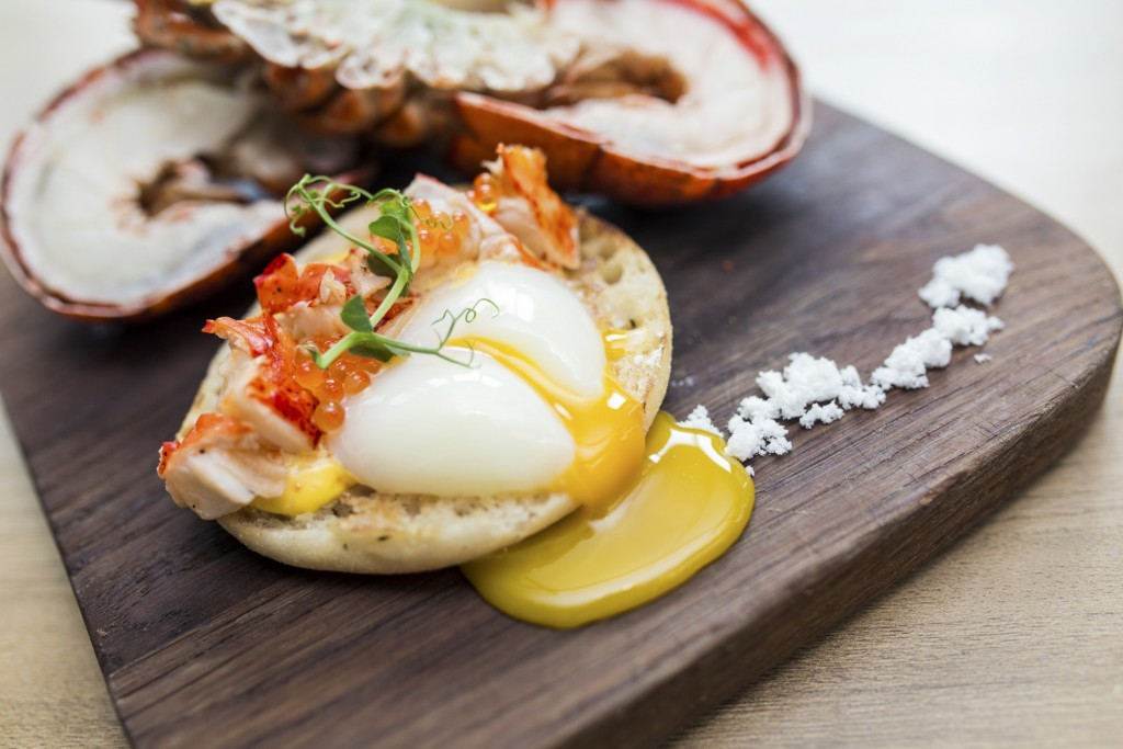 Lime Restaurant Super Lunch Sunday Lobster Eggs Benedict with 65 Degree Sous-Vide Egg | Courtesy of ParkRoyal at Pickering