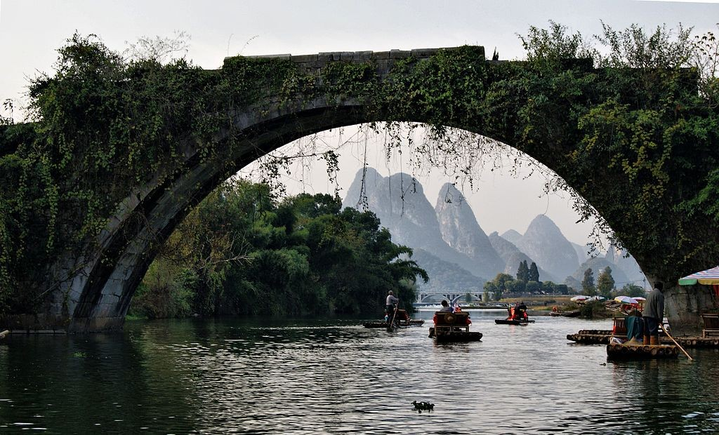Dragon Bridge - Yulong River Guilin| ©HALUK COMERTEL/Wikimedia Commons
